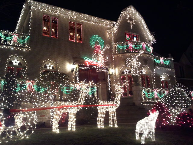 Dyker heights lights the nights brooklyn happening for Immagini new york a natale